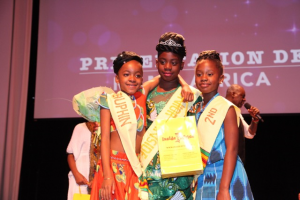 3 Gala participants posing with prizes