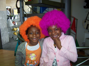 2 children with colorful wigs
